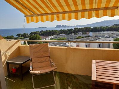 Appartement La Ciotat 1 piece 21 m2 vue mer avec une terrasse.