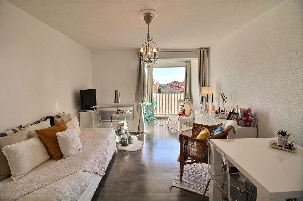 photos n°1 Appartement Carqueiranne 1 pièce(s) 22.46 m² - Résidence calme et proche du Centre-ville