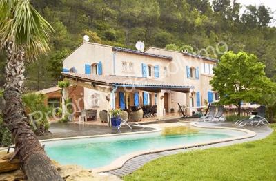 Maison Belgentier 10 pieces 245 m2