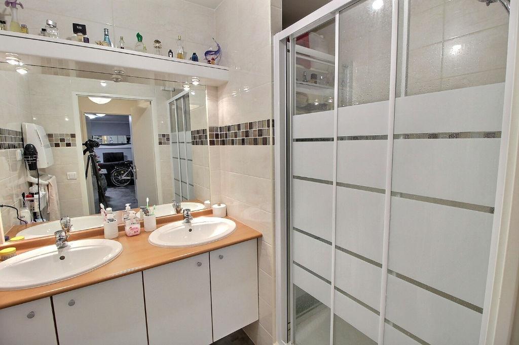 Mérignac-appartement 3 pièces-65 m² -récent-parkings-balcon