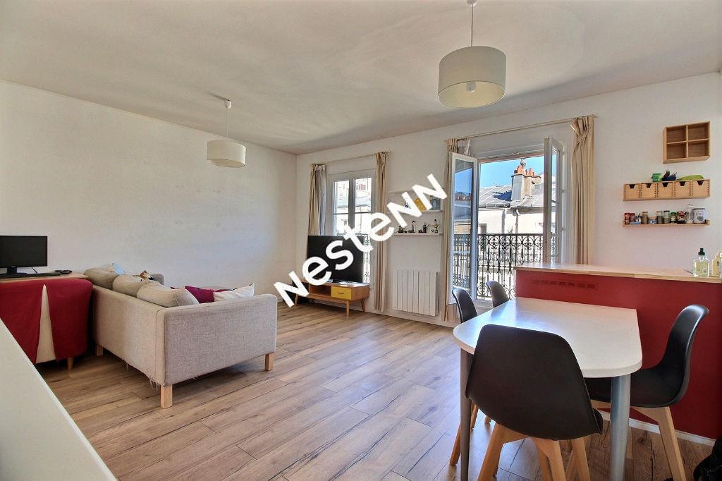 75011 - Voltaire / Père Lachaise - Appartement 4P - 85 m² dernier étage / traversant / Balcon
