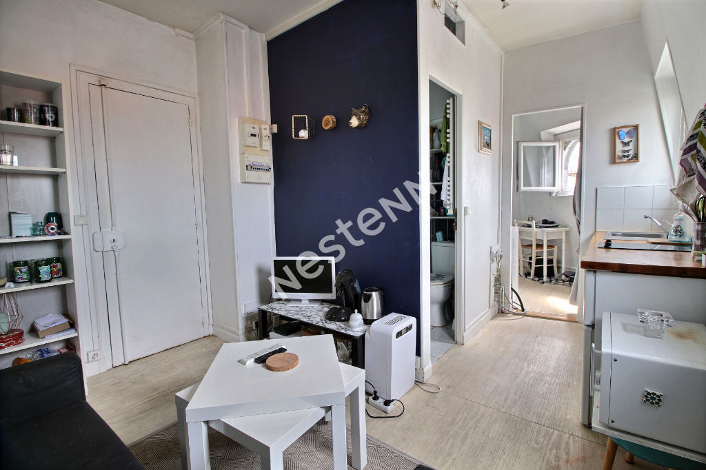 75011 Oberkampf - 2 pièces 26 m² - dernier étage - vue sur les monuments de Paris