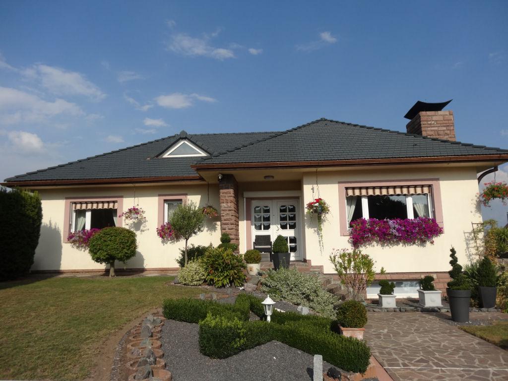 OPPORTUNITE A SAISIR:  Coquette maison, plain pied, à 5 mns du Centre de Saint Avold