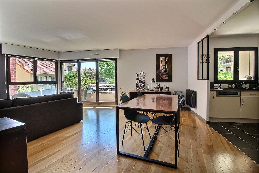 photos n°1 Appartement Suresnes 4 pièces 97m² + Balcon + Box