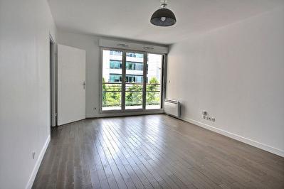 Appartement Suresnes 3 pieces 64 m2 + balcon + parking