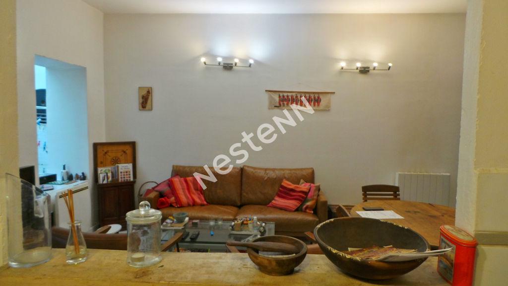 Appartement Marseille (13005) 5 pièce(s) 90 m2 + Cour 8 m²