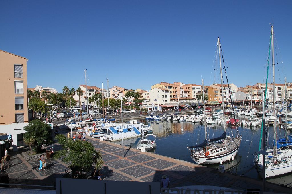 Cap d'Agde location à l'année beau deux pièces belle vue port