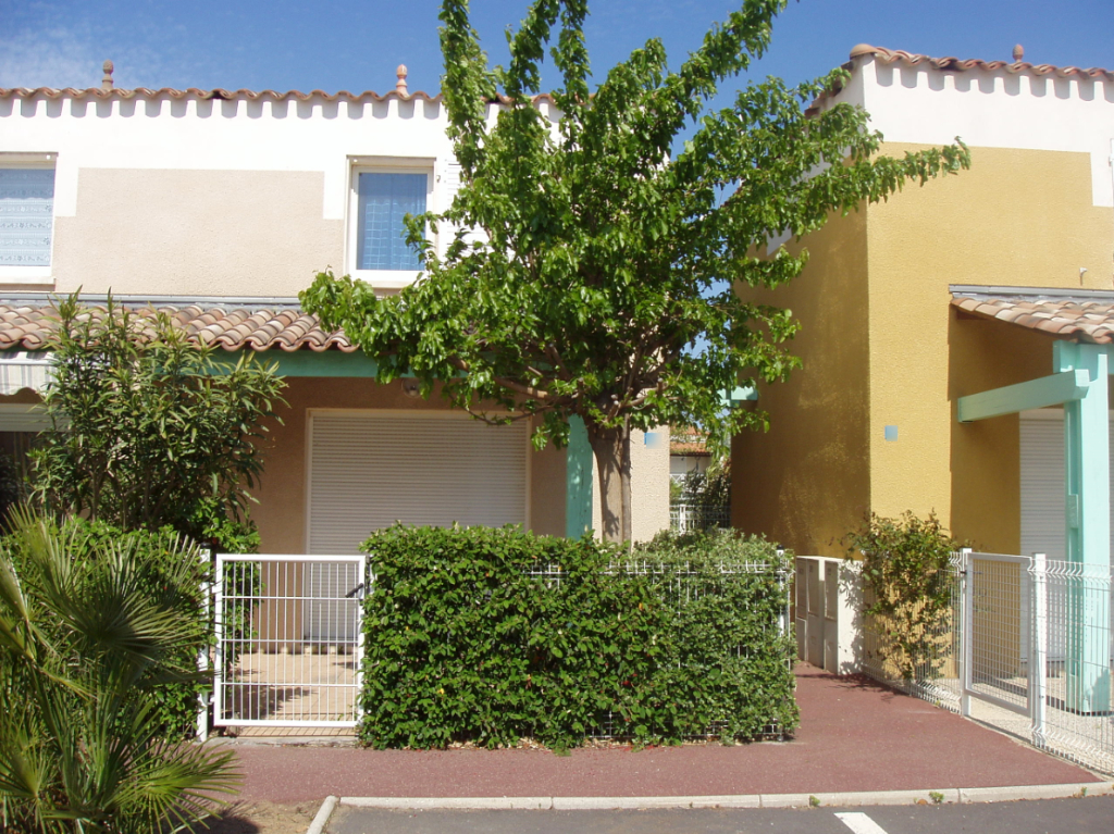 CAP D AGDE  A ETE RESERVE  Location à l'année villa groupée  Le Cap D Agde 3 pièce(s) 50 m2