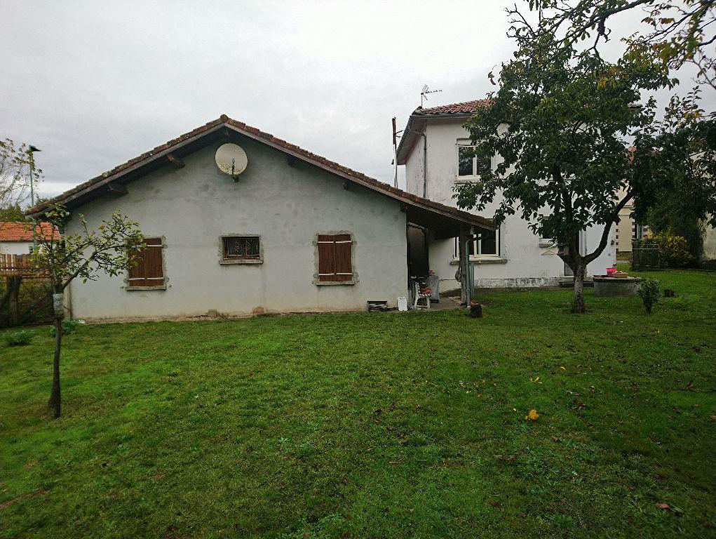 Maison Escource 7 pièce(s) 156 m2