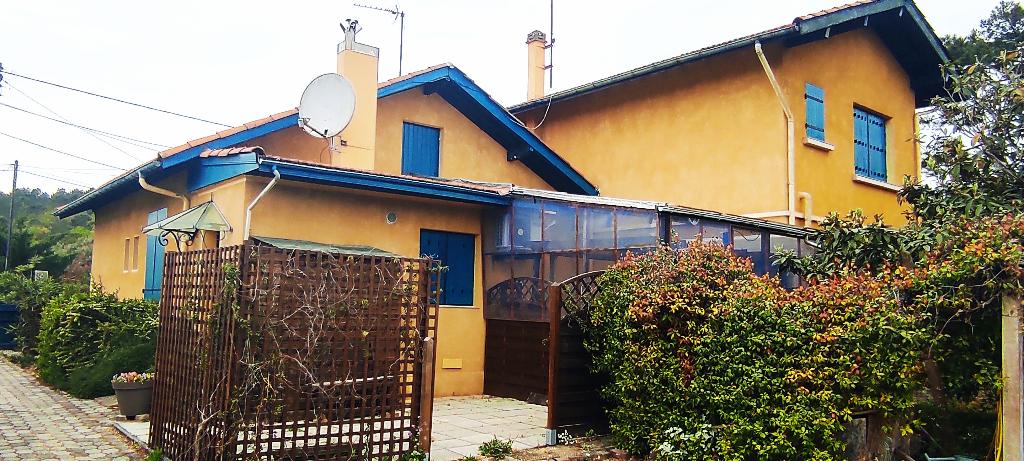 Propriété de 3 maisons sur un terrain d'environ 1400m²