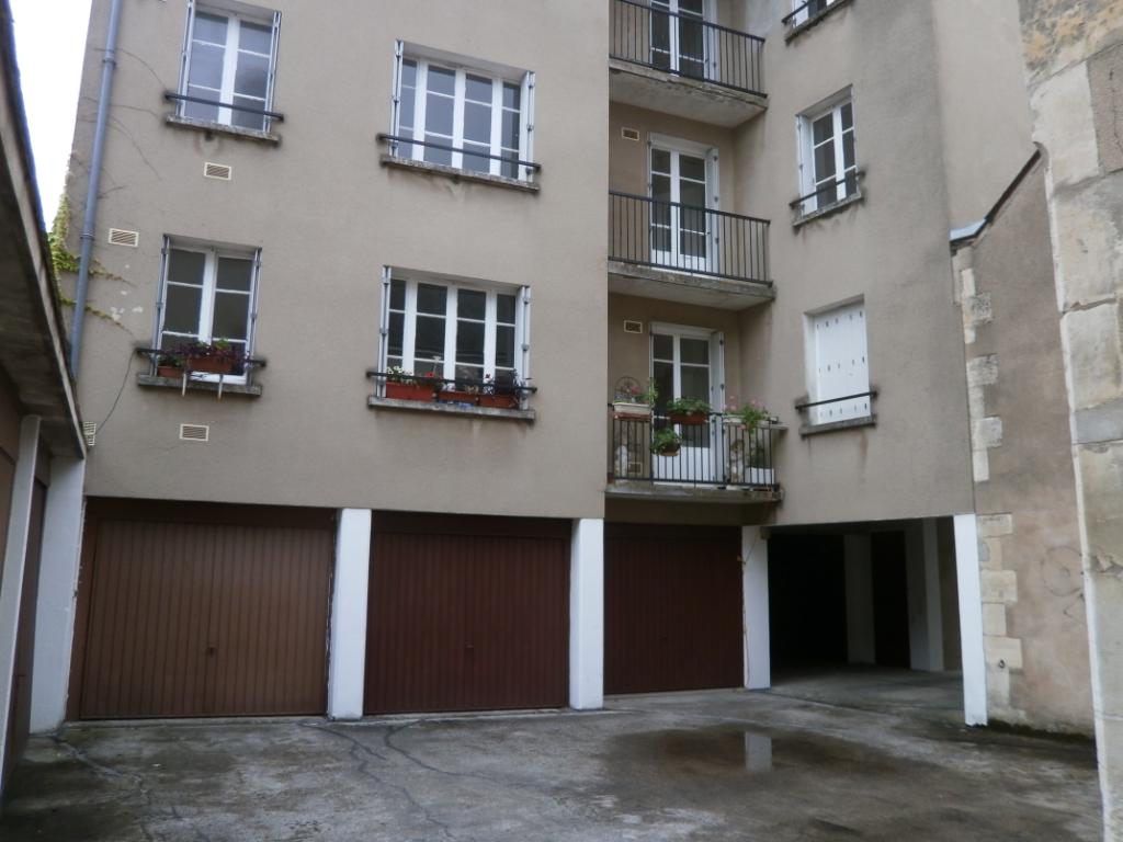 IMMEUBLE DE BUREAU +3 GARAGES  LIBRE