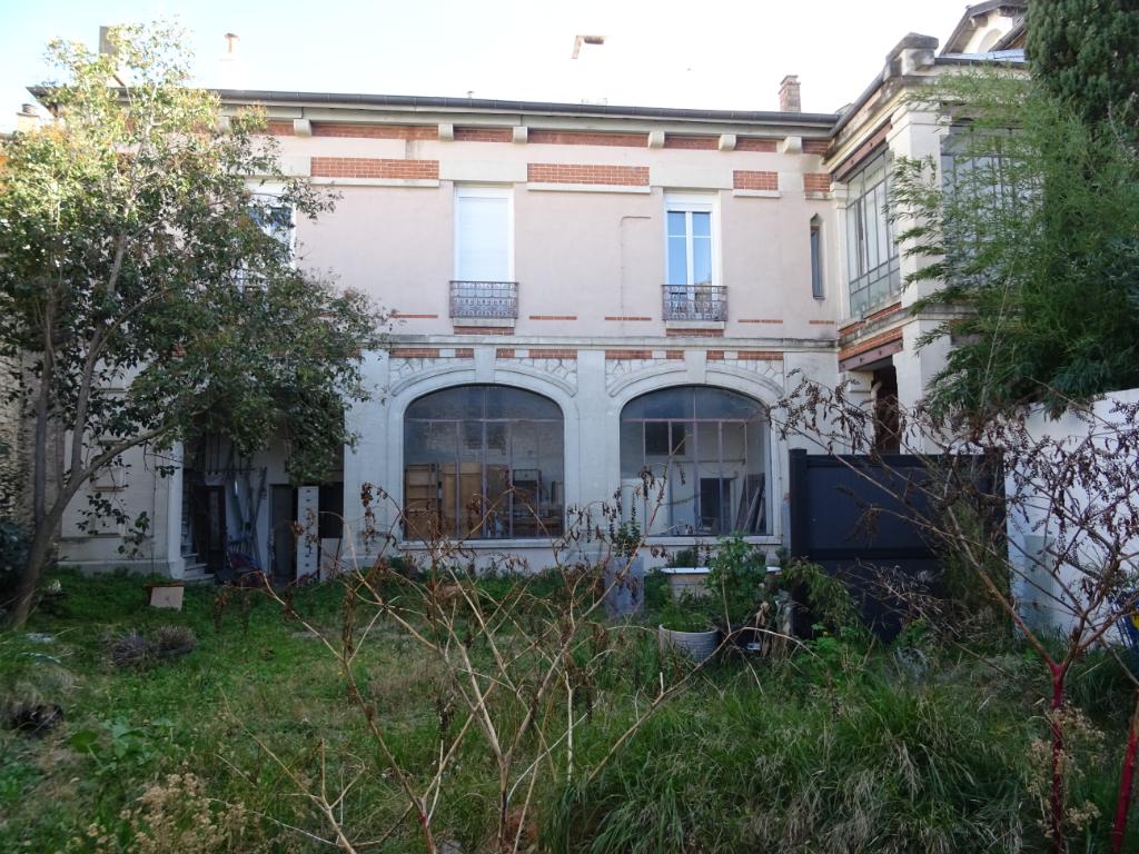 Nîmes - Maison avec jardin centre