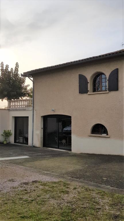 LAGRAVE Villa avec piscine sur sous- sol 200 m²