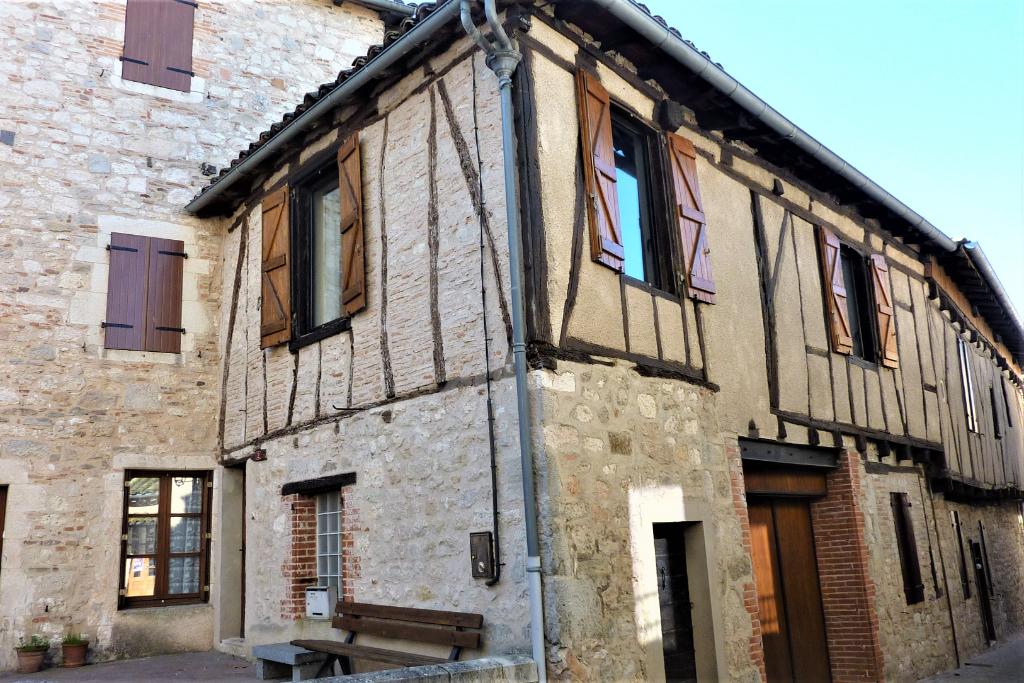 Castelnau de Montmiral -Maison de ville à colombages