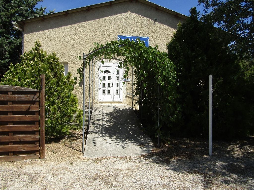 Grand ensemble pour métier de bouche proche de Vaison la Romaine 546 m2.  Contact 0699425308