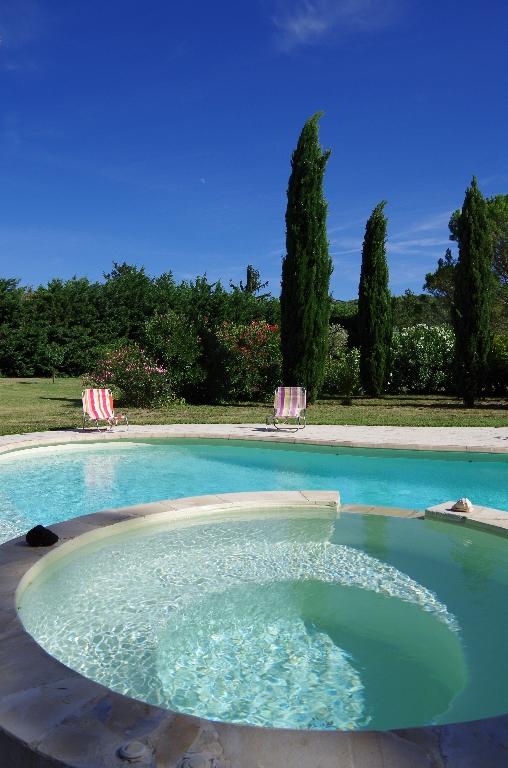 Demeure de prestige  8 pièce(s) 243 m2 avec piscine et pool house sur plus d'un hectare de terrain arboré. Quartier calme : 0699425308