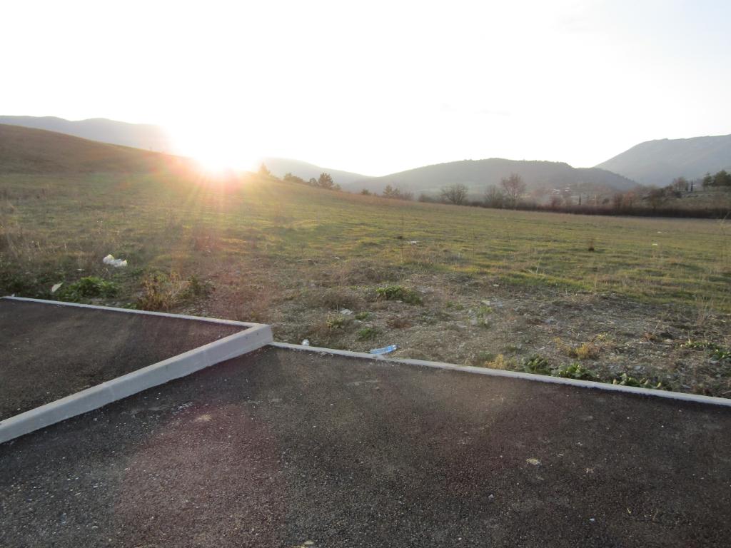 Terrain  796 m2  viabilisé en Drôme provençale dans un cadre exceptionnel. 0699425308