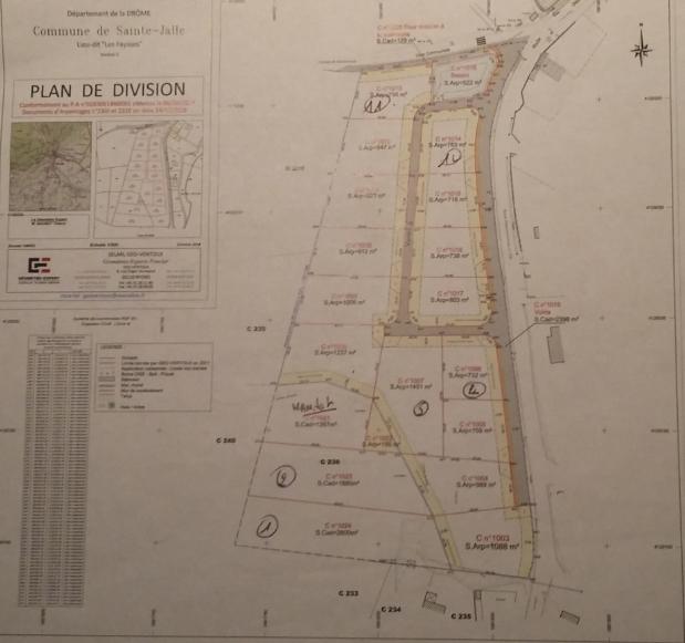 Terrain  767 m2  viabilisé en Drôme provençale dans un cadre exceptionnel. 0699425308