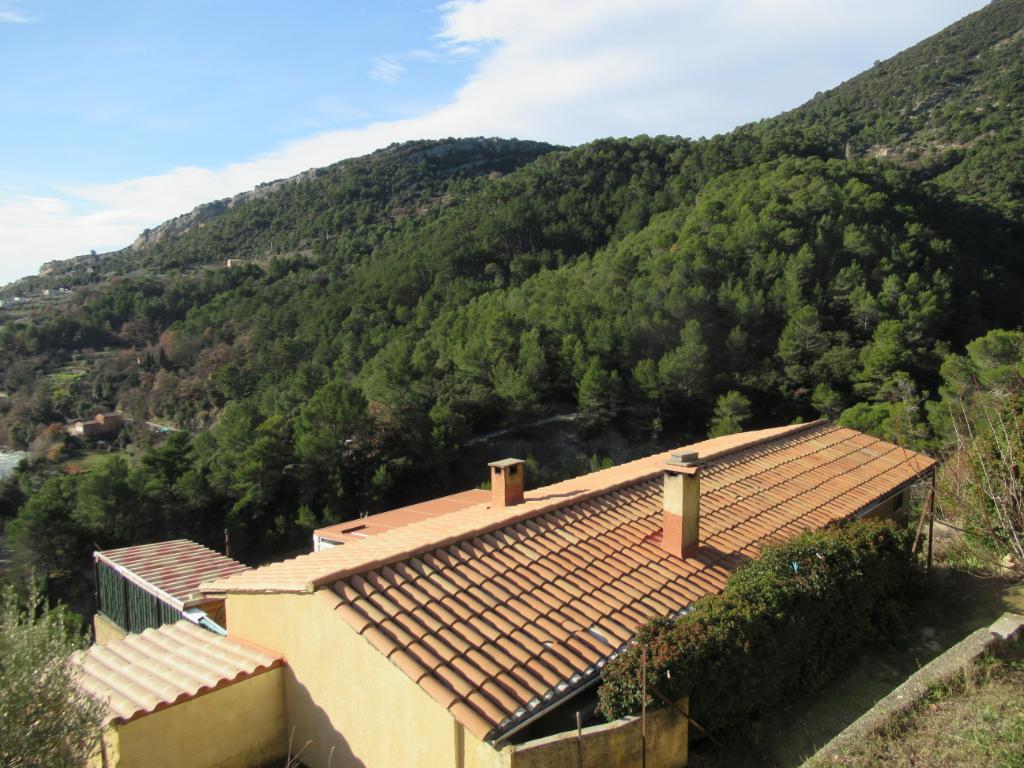 Maison - Appartement  atypique de  58 m2 sur 1000 M2 de terrain boisé. Proche de Nyons sur la colline, vue splendide et calme assuré : 0699425308