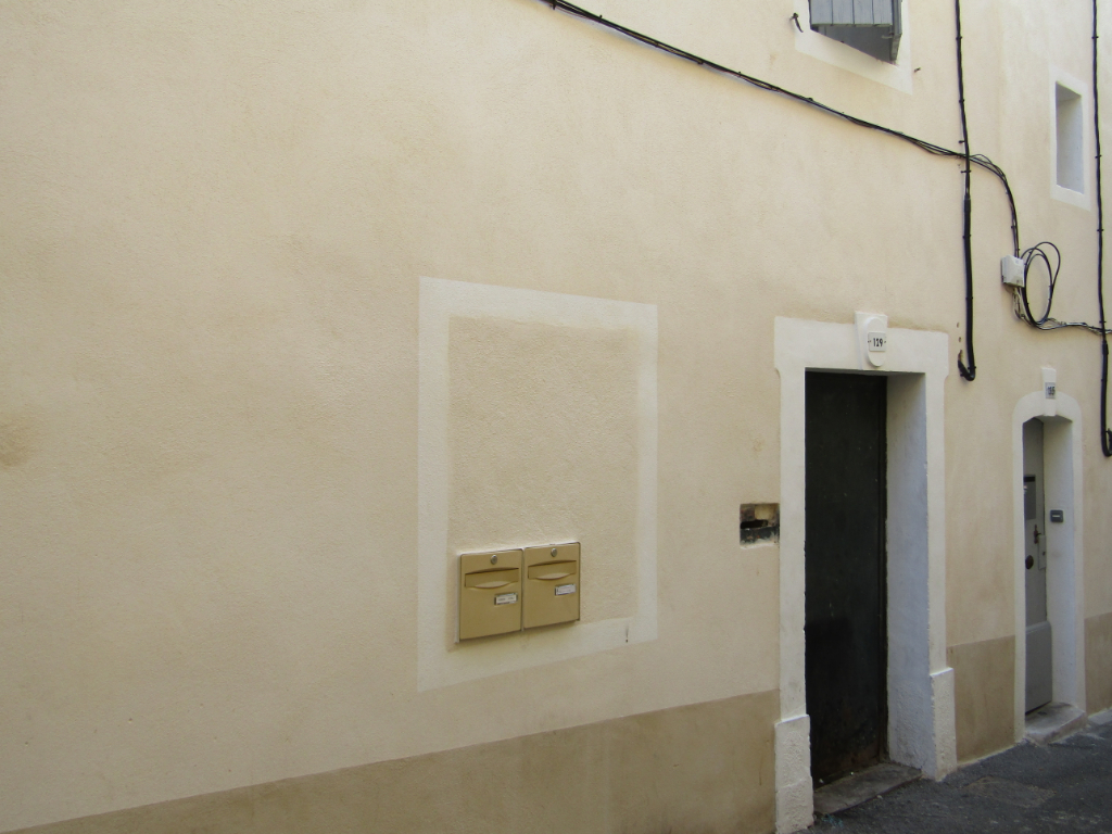 Immeuble de rapport locatif centre de Carpentras  9 pièce(s) 204 m2 ( tout compris) bien situé : 0699425308