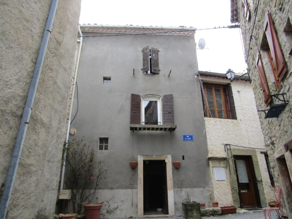 PETIT PRIX - Maison de village  3 pièce(s) 74 m2 avec jardinet dans un très beau village : 0699425308