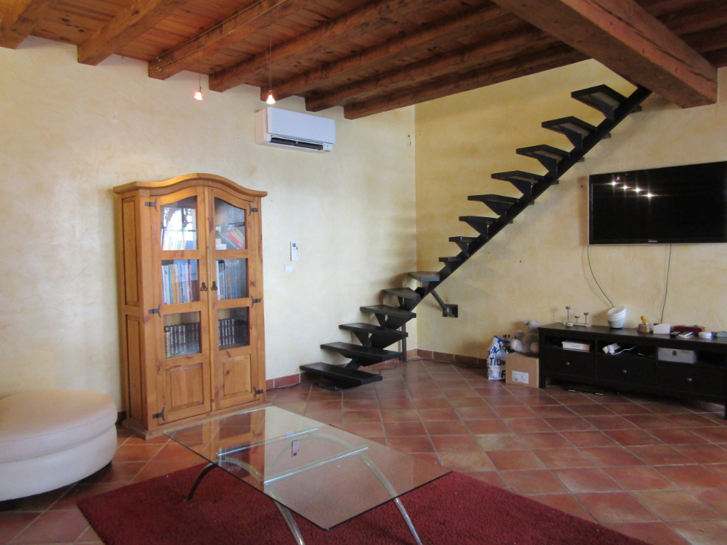 Jolie maison de village à Tulette de 103 m2 avec belle cour de 74 m2 et son olivier au calme 0668368774