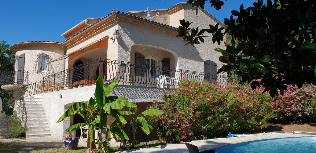 Belle villa avec piscine  6 pièce(s) 215 m2 à Nyons.  4 chambres. en parfait état. 0699425308