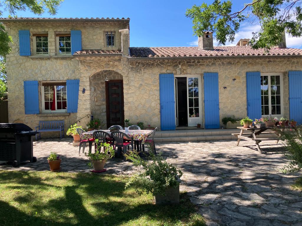 Charmante villa à Roaix 5 pièces de 168 m2 sur 1207m2 avec vue sur les vignes et le château Annie 0668368774