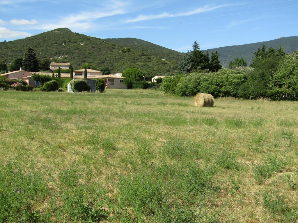 Proche de Nyons. Terrain plat constructible et viabilisé de 1400 m².0633719987