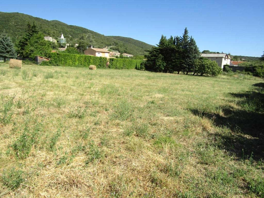 Terrain constructible et viabilisé de 2347 m².0633719987