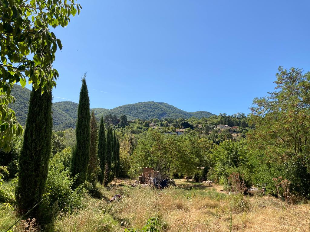 Très joli Terrain plat constructible et viabilisé à Nyons de1308 m2 avec vue des montagnes au calme proche du Pont Roman 0668368774