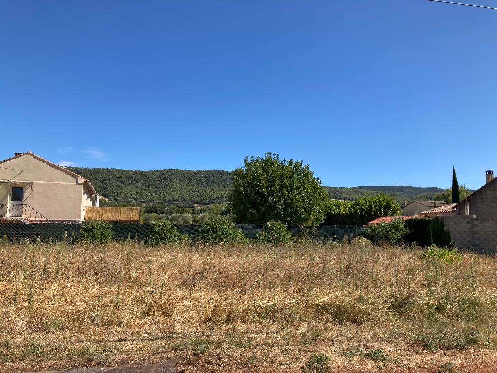 A Sablet  charmant village pittoresque, Terrain plat de 737 m2 constructible non viabilisé  0668368774