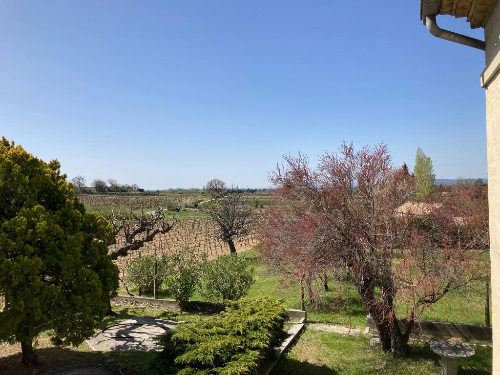 A Tulette magnifique Villa d'environ 92m2 à rafraîchir sur un joli terrain arboré et aménagé de 2350m2 dans un endroit calme avec vue des vignes et du Mont Ventoux, Annie 0668368774