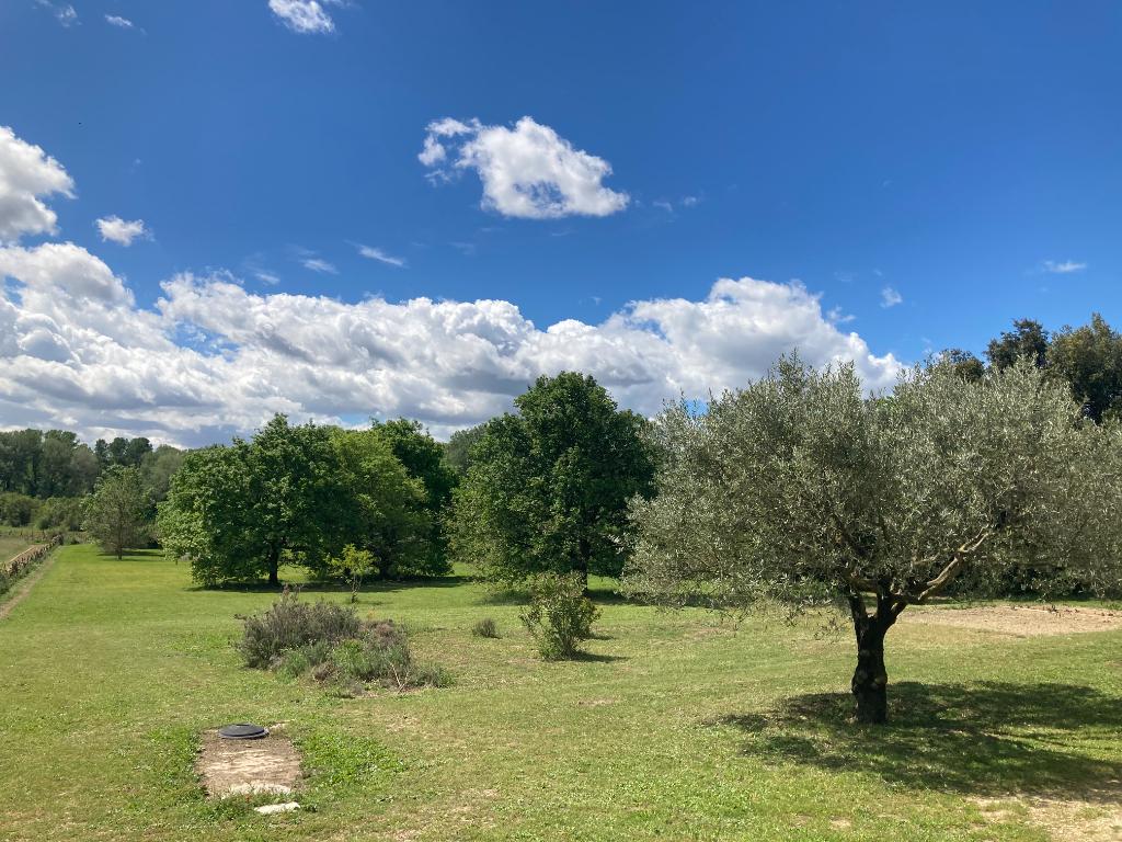 A Suze La Rousse magnifique maison plein pied sur un très joli terrain d'environ 5800m2 au calme et reposant, Annie 0668368774