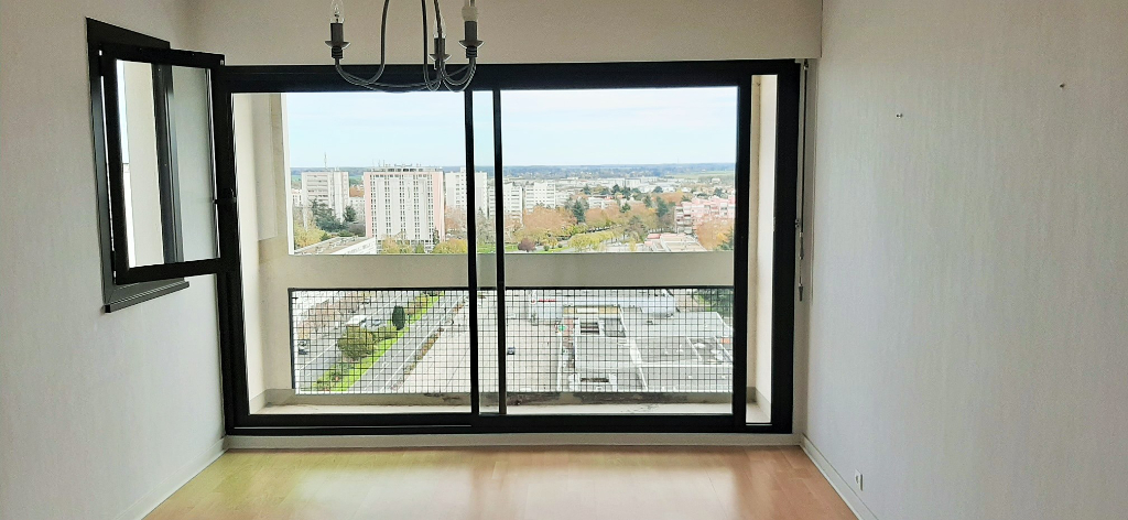 EXCLUSIVITE, POITIERS, APPARTEMENT 2 CH, BALCON, PLACE DE PARKING