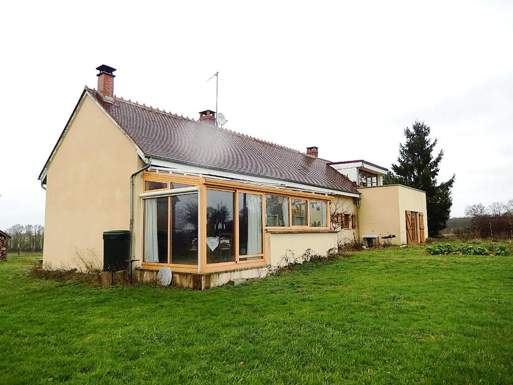 Lurcy-Levis   Maison rénovée (200m²) avec une grande grange (290m²) sur un terrain de  7200 m²
