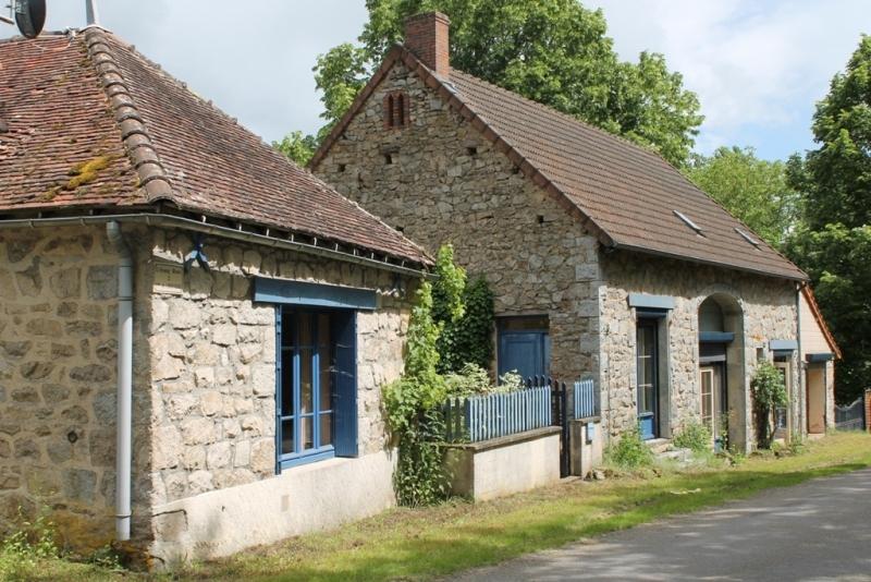 Lalizolle- 2 Maisons avec possibilité création de gîtes; sur 9020 m² de terrain.