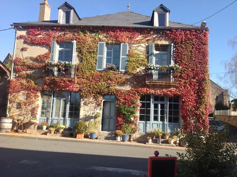 Saint Plaisir - Belle maison de maître (chambres d'hôtes) dans un charmant village.