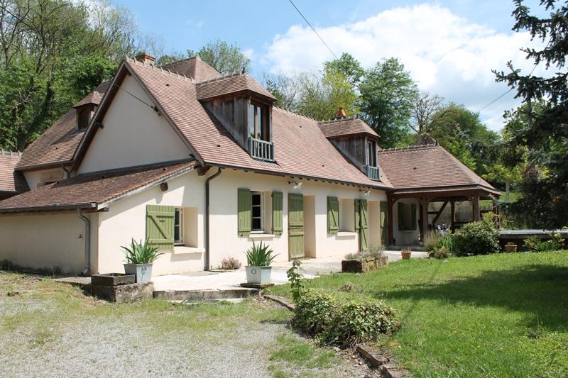Coulandon - Maison spacieuse avec piscine dans un petit quartier résidentiel sur un terrain de 1100m²