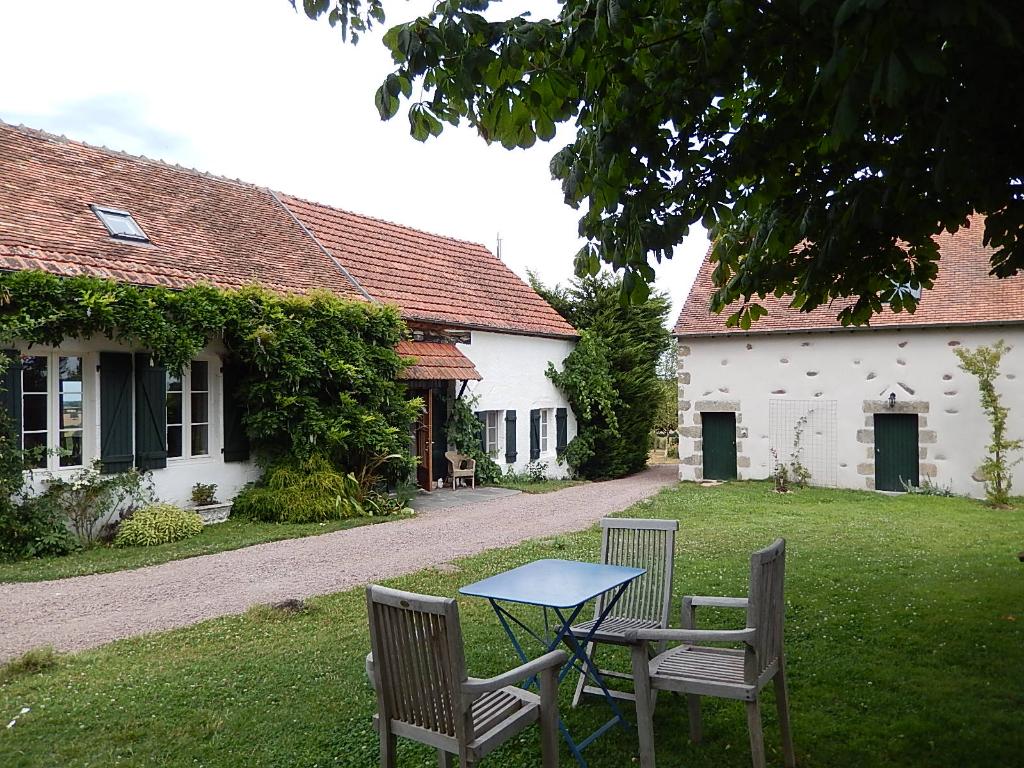 Le Vilhain -Belle maison sur un terrain de 2500 m² avec vue dégagé sur les prairies environnantes.