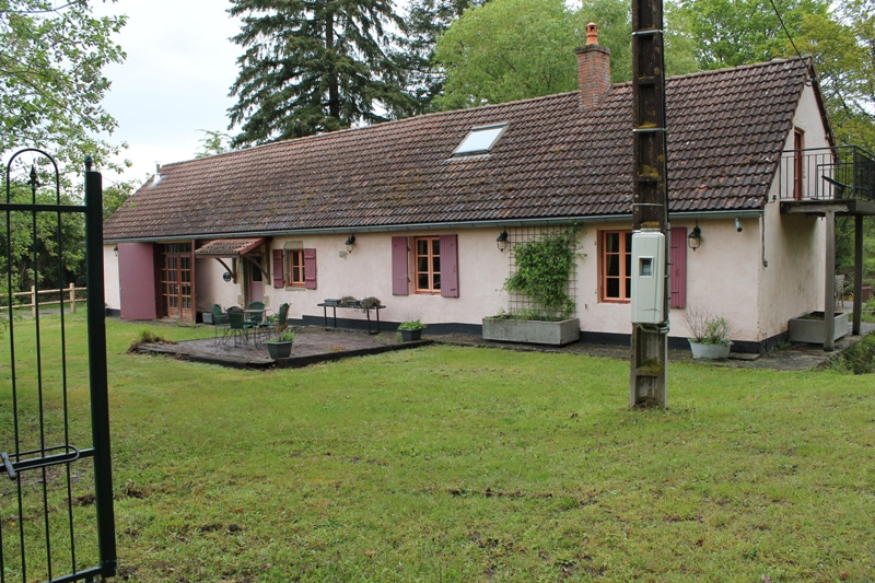 St Plaisir - Belle maison avec  5 chalets et piscine sur un terrain de plus de 6 ha.    PRÊT À EXPLOITER !!