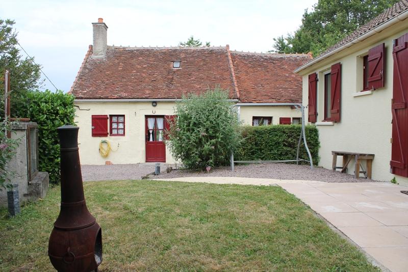 Couleuvre - 2 maisons individuelles sur environ 4600 m2 de terrain, emplacement au calme et belle vue.