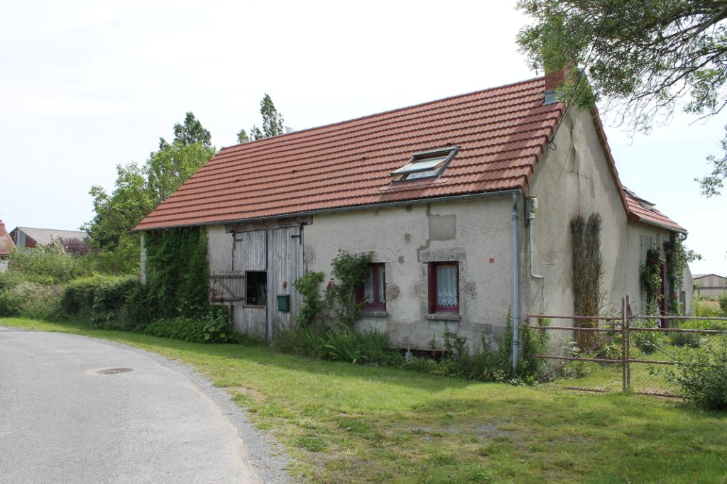 Louroux de Bouble  - Fermette  spacieuse avec toiture neuve.