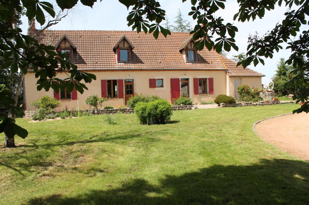 Meaulne Vitray  - Grande maison de campagne sur 1,3 hectares de terrain avec une grange et un grand hangar