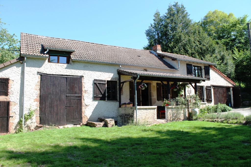 Barrais Bussolles ? Fermette  isolée  avec  2,3 hectares attenante à la maison.
