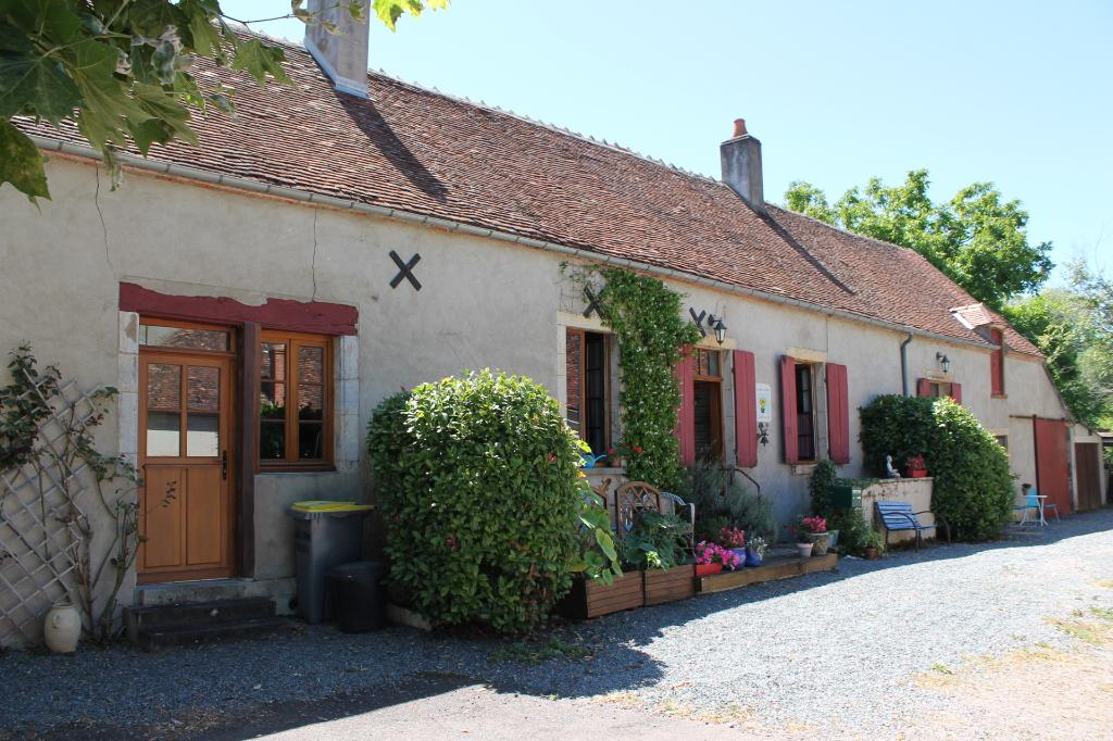 Isle et Bardais - Une authentique longère dans le village sur 2500 m² de terrain en lisière de la forêt de Tronçais.