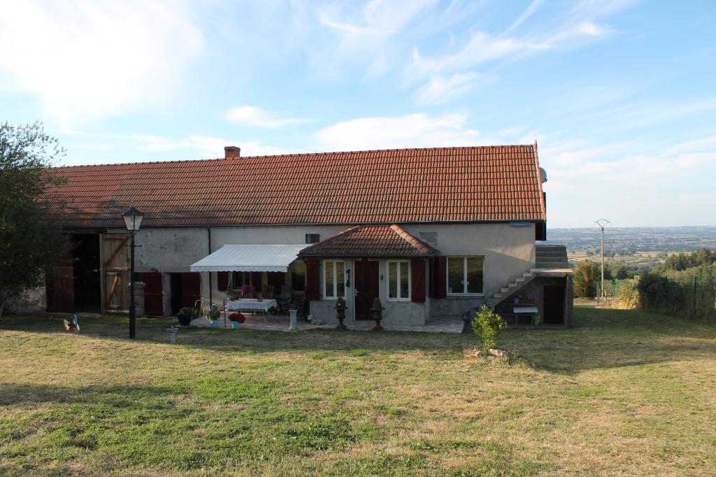 Echassières - Fermette parfaitement rénovée avec belle vue sur 2800m² de terrain.