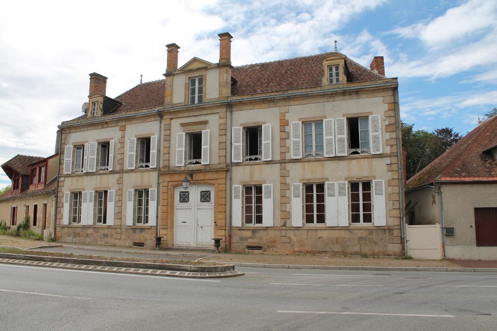 Meaulne - Maison monumental de 328 m2 en bordure d'un village pittoresque, au bord de la rivière Aumance.