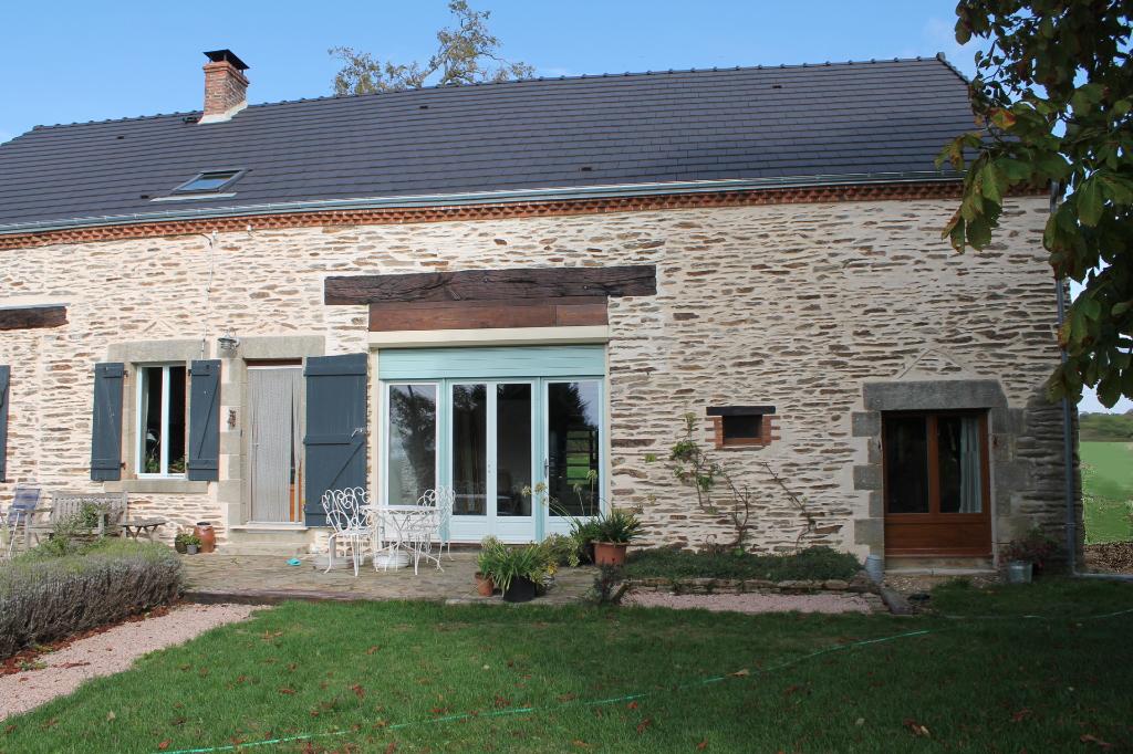 Tercillat - Fermette entièrement rénovée sur 1,5 hectare de terrain.