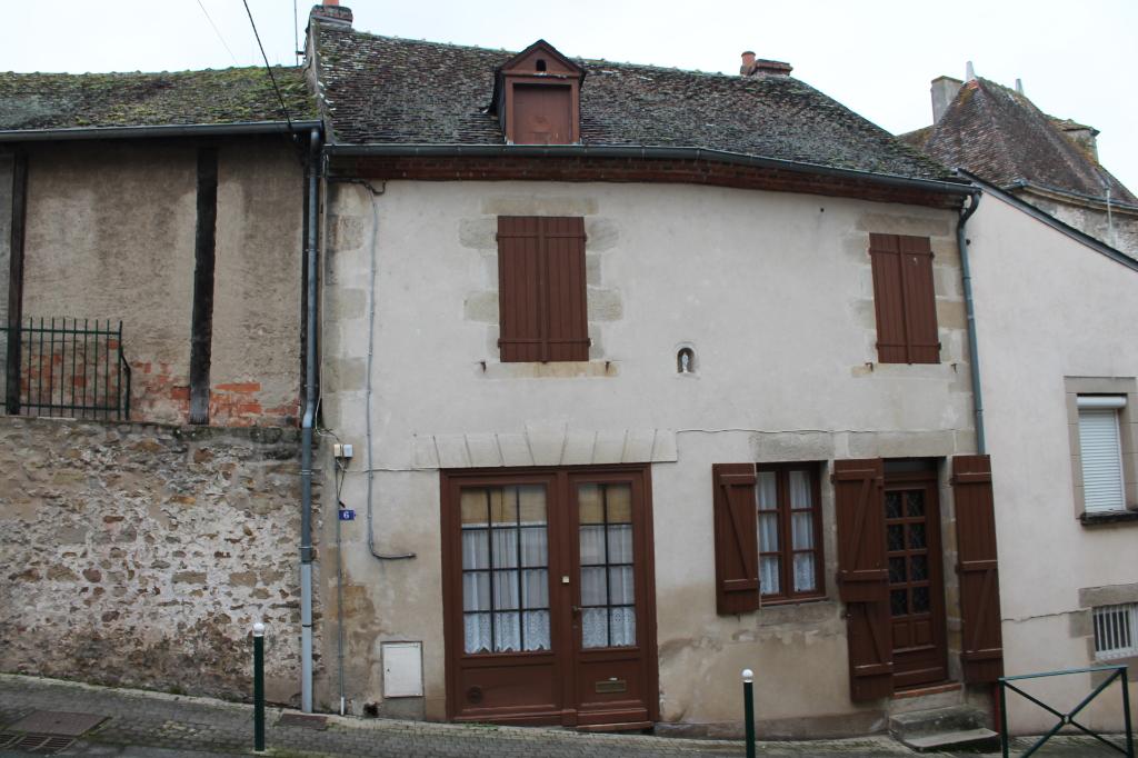 Bourbon l'Archambault - Maison de village charmant avec balcon.